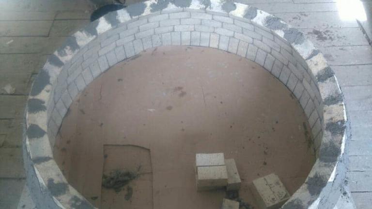Budowa pieca do pizzy kopuła z cegieł szamotowych