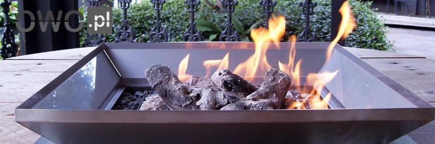 Ogień w palenisku gazowym do ogrodu