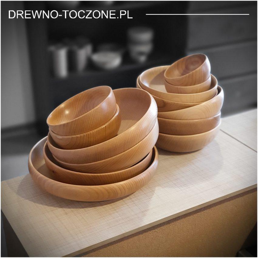 Ekspozycja miski drewniane ręcznie robione